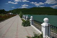 Набережная озера Абрау