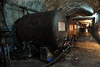 Металлические винные бочки в подвале АФ Саукдере